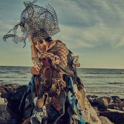 artista chino traje residuos